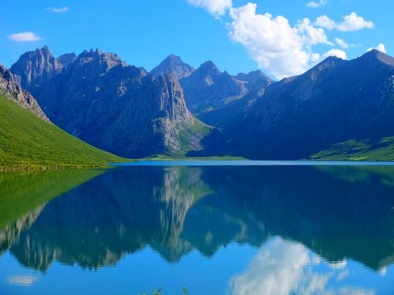 Lake views at Nyenbo Yurtse གཉན་བོ་གཡུ་རྩེ། Golog prefecture